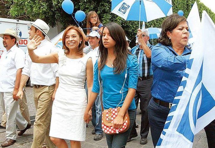 De la mano de Alondra Luna, la excandidata presidencial panista, Josefina Vázquez Mota, recorrió calles de Guanuajuato con candidatos de su partido (Andrés Guardiola/Excelsior)