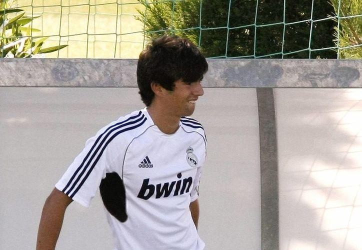Zinedine Zidane contó para la sesión de entrenamiento de Real Madrid de este miércoles con su hijo Enzo para completar el número de futbolistas a su disposición. (EFE)