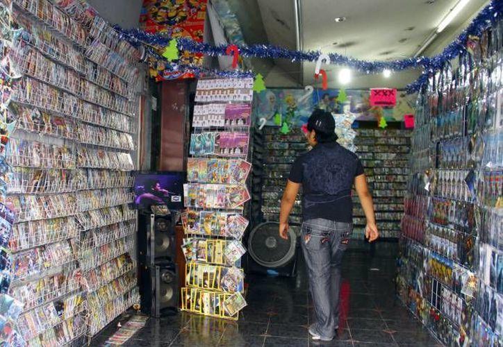 En los primeros seis meses de este año la PGR llevó a cabo 944 operativos en puntos estratégicos de venta de piratería de cine y música. (Archivo/SIPSE)