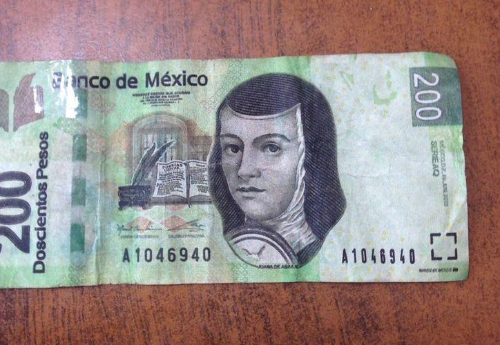 La Policía Estatal detuvo a un hombre que intentó pagar un taxi con un billete de $200 falso, en Chetumal. (Cortesía)