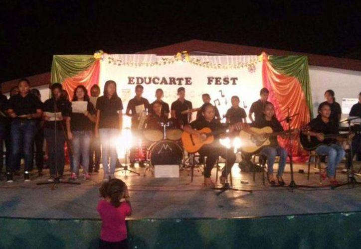 La estudiantina comunitaria de Nicolás Bravo es el primer antecedente de nuevos grupos. (Ángel Castilla/SIPSE)
