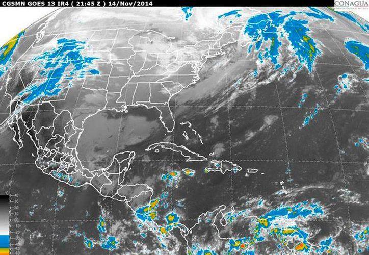 Imagen de satélite que muestra la nubosidad generada por el frente frío, sobre el golfo de México y Península de Yucatán. Nueve puertos de la entidad permanecen cerrados a la navegación. (Conagua)