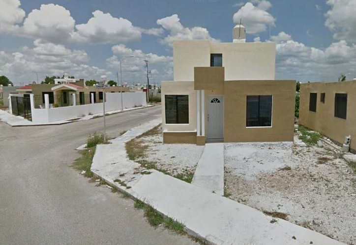 Las dos casas incendiadas hoy están separadas por unos metros, al parecer los propietarios no se encontraban en el lugar. (Google maps)