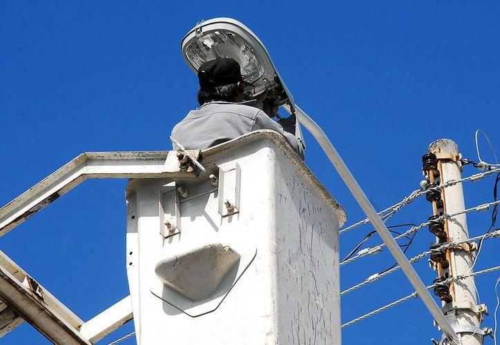Continúa la polémica por las luminarias en Mérida. (Milenio Novedades)