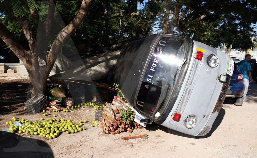Si no se le hubiera antojado bajarse a comprar frutas al guiador de la combi, el accidente no hubiera ocurrido.
