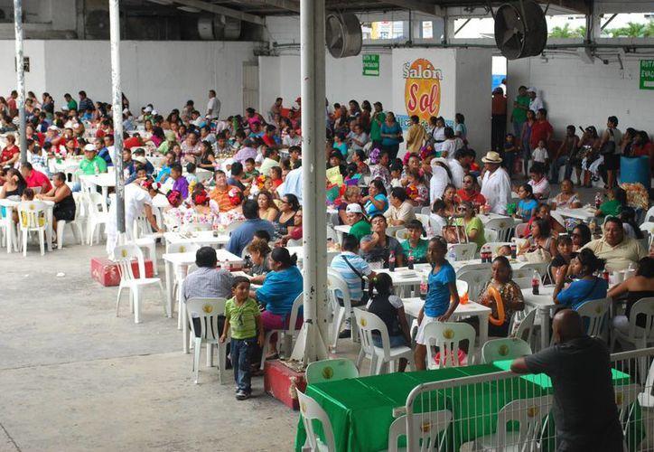 Unión de tianguistas celebró su décimo noveno aniversario. (Tomás Álvarez/SIPSE)
