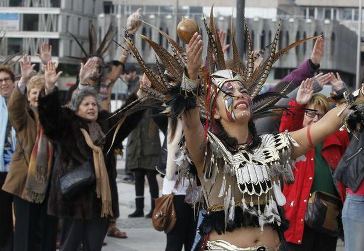 Ritos, danzas y olor a copal dan la bienvenida en Madrid a la Nueva Era Maya. (EFE)