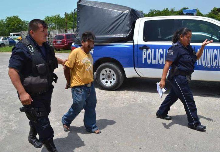 Elementos de la Policía detuvieron a Fidel N. por faltas a la moral. (Redacción/SIPSE)