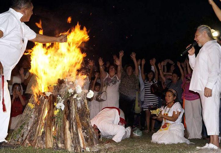 Descendientes del pueblo maya dieron la bienvenida al año nuevo en el calendario. (Milenio Novedades)