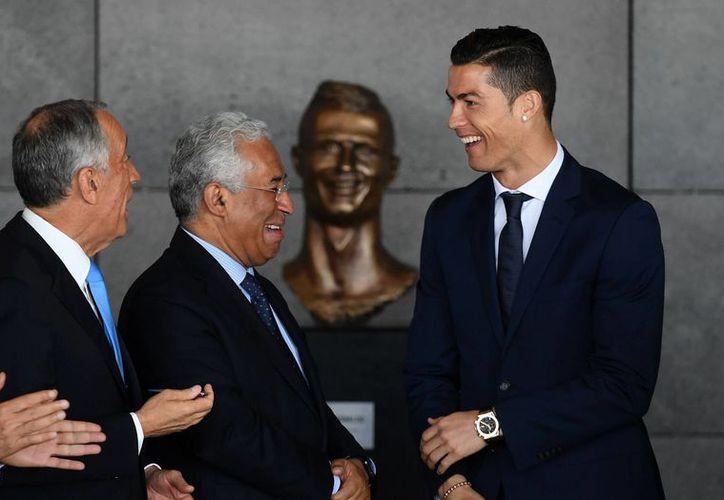 El jugador le agradeció al presidente por ponerle su nombre al aeropuerto. (El País)