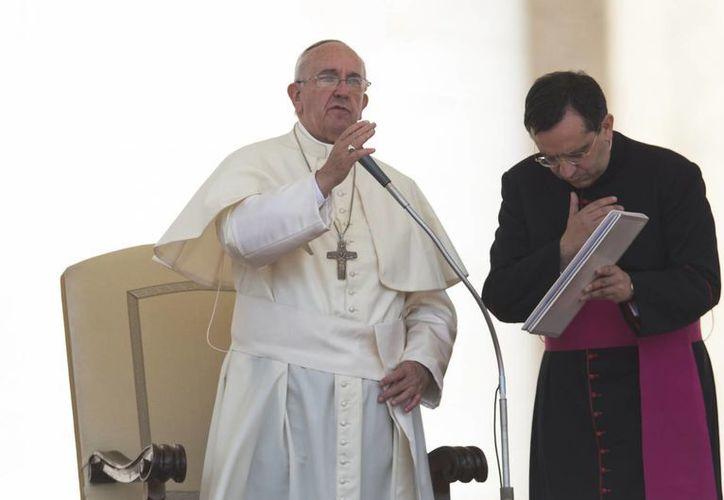 Imagen del Papa Francisco durante la canonización de las cuatro monjas elevadas a santas en la Plaza de San Pedro del Vaticano. (AP)