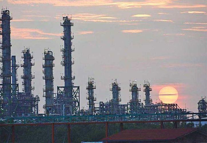 Se mostró una caída de 4.5% en la producción de crudo. (Excélsior)