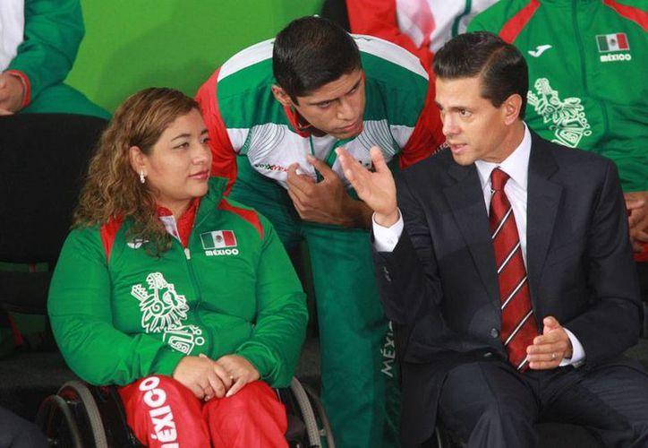 Los atletas que participaron en los Juegos Panamericanos 2015 visitaron Los Pinos, en donde se reunieron con el presidentes Enrique Peña Nieto. (NTX)