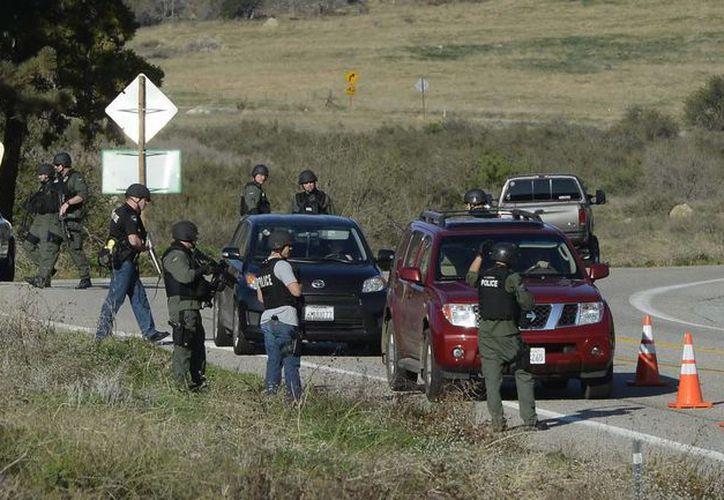 Policías en la persecución de Christopher Dorner en la zona de Big Bear, California. (EFE)