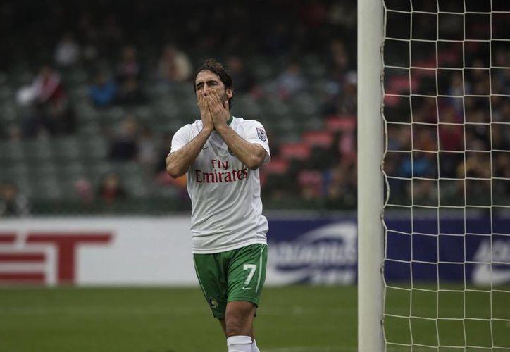 Raúl González, uno de los futbolistas más importantes en la historia de Real Madrid y de la Selección de España, jugará con Cosmos de NY un histórico partido en Cuba. (EFE)