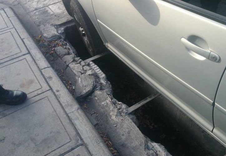 El diputado Francisco Torres Riva denunció que en el barrio de Santiago un auto cayó a una zanja descubierta. (SIPSE)