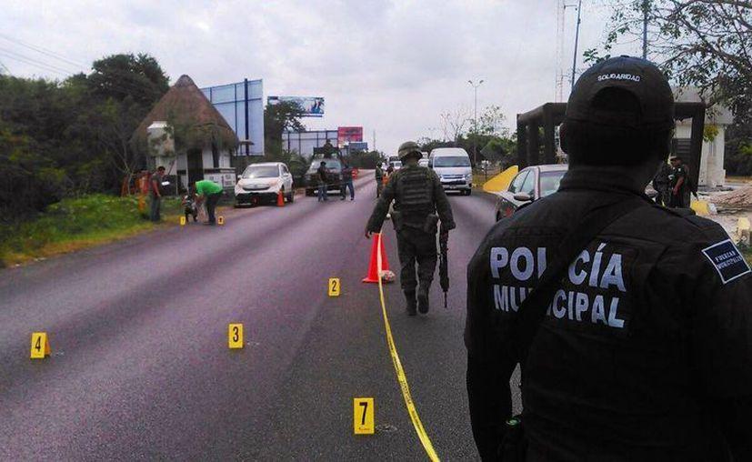 Los ministeriales lanzaron detonaciones cuando inspeccionaban su vehículo. (Foto: Daniel Pacheco)