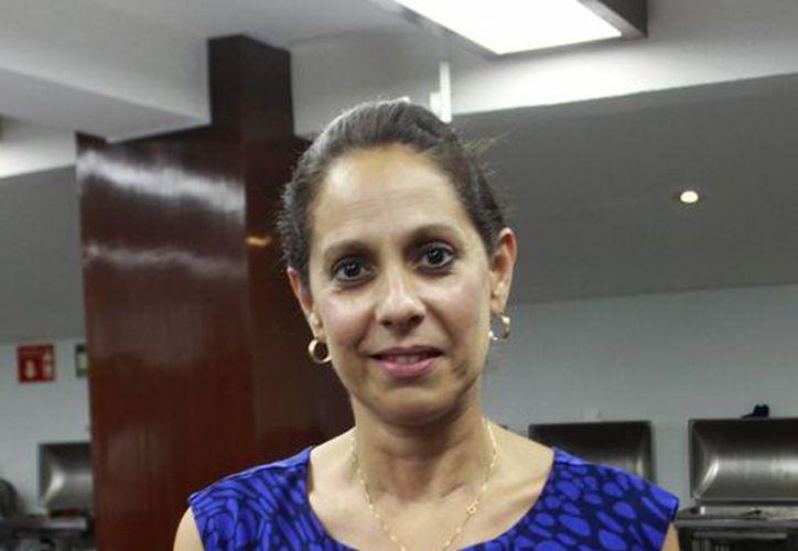 Gabriela González Prieto, directora del DIF Municipal, ofrece los pormenores de la obra teatral con fines altruistas que se realizará en el Olimpo este viernes. (Milenio Novedades)