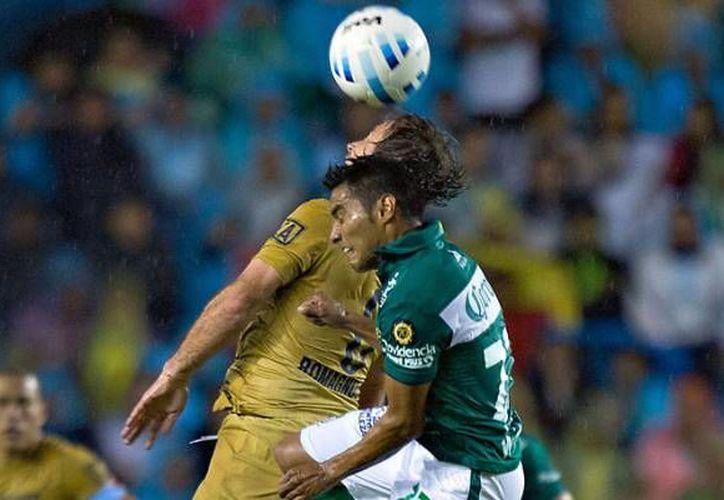 En juego de la Liga MX, Pumas perdió el viernes pasado ante el León, que ayer fue goleado por el Barcelona dentro de la Copa Joan Gamper. (Milenio Novedades)