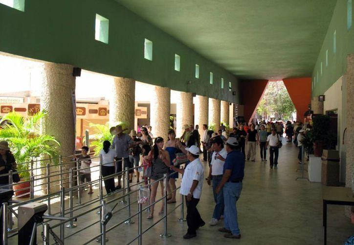 Los paraderos turísticos serán remodelados, entre ellos el de Chichén Itzá. (Milenio Novedades)