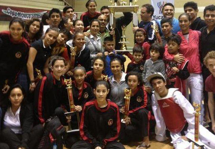 La selección está conformada por 68 competidores de formas y combate. (Raúl Caballero/SIPSE)