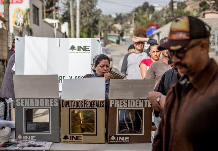 La PGR descarta hechos graves durante las primeras seis horas de la jornada electoral en México. (Crónica)