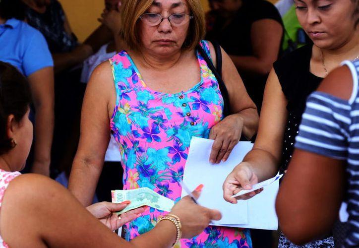 Sociedades de padres son las que autorizan, en su caso, cobro de cuotas. (Foto: Jorge Acosta)
