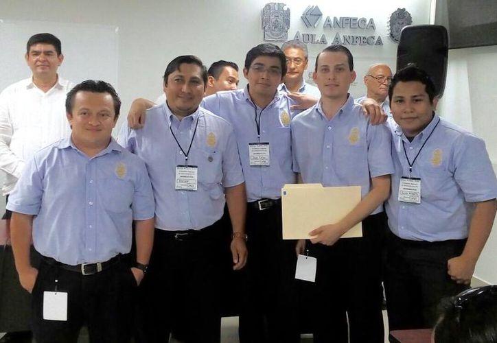 Uno de los grupos ganadores en el maratón de contaduría. (Facebook/ FCA Uady)