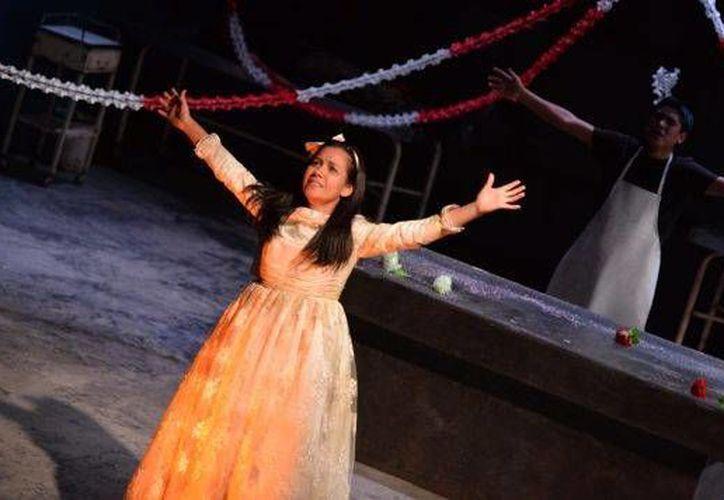 La obra 'La Cautiva' fue considerada por la crítica como la mejor de la temporada teatral de 2014 en Perú, pero ahora es investigada por cuestiones terroristas. (Foto tomada de peru21.pe)