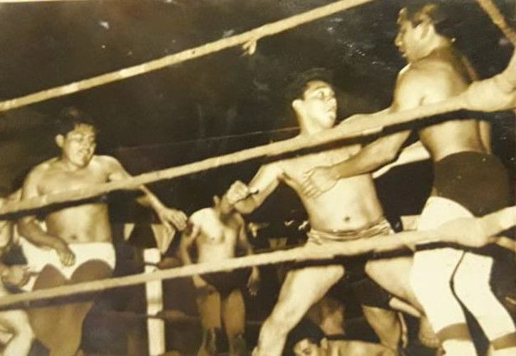 Sombra Azul, pionero de este deporte en Chetumal, cuenta cómo fue la primera función de Lucha Libre en la capital de Quintana Roo. (Miguel Maldonado/SIPSE)
