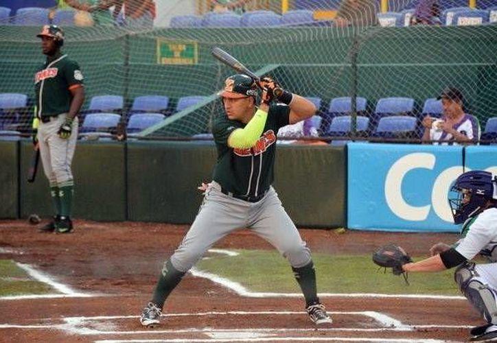 Leones respondió con el madero  de manera oportuna, siendo Ricardo Serrano el más destacado en el ataque al conectar de 5-4. (Milenio Novedades)