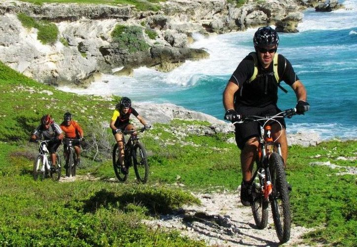 Club Cero de Cancún acapara honores entre  120 pedalistas de un total de 20 equipos. (Raúl Caballero/SIPSE)