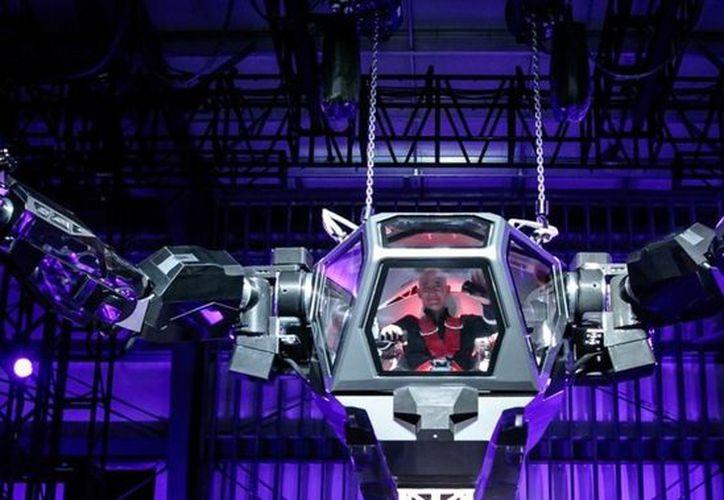 El dueño de Amazon tuvo la dicha de ser el primero en pilotar dicho robot (Contexto/Internet)