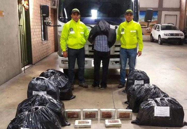 Imagen de una incautación de cocaína al narcotráfico por parte de la Policía de Colombia. Quedaron a disposición de las autoridades judiciales. (@PoliciaColombia)