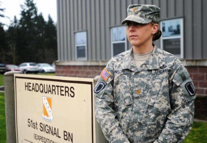 La integración de las mujeres en primera línea de fuego se realizará de manera planificada y metódica, indicó el titular de la Defensa de Estados Unidos. La imagen cumple funciones estrictamente referenciales. (army.mil)
