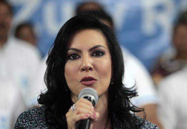 De acuerdo con las leyes guatemaltecas, Zury Ríos no puede postularse a un cargo público debido a ser pariente directo de un dictador. (EFE)