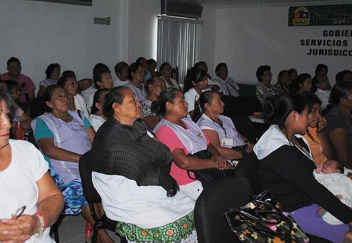Ya se tiene listo el primer grupo de mujeres a quienes se les dará la instrucción para que lo trasmitan a las mujeres de la zona maya. (Harold Alcocer/SIPSE)