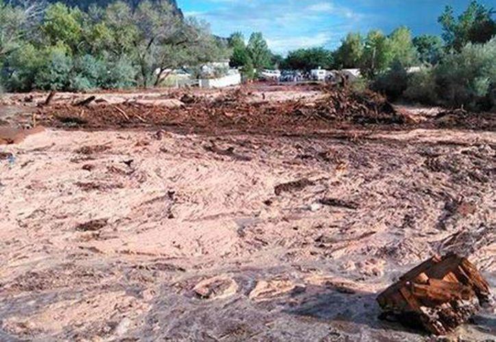 Una inundación causada por las fuertes lluvias de los últimas días dejó saldo mortal en Hildale, un pueblo en la frontera entre Utah y Arizona, Estados Unidos. (AP)