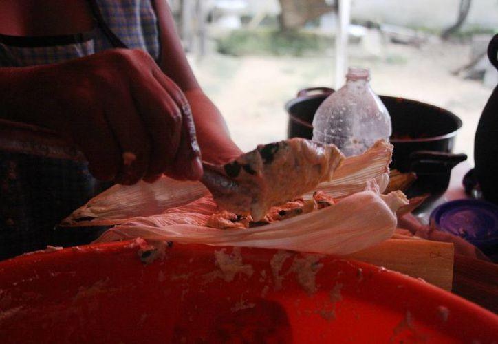 Los tamales, así como otros alimentos ya listos para comerse, pagarán IVA a partir del 1 de julio. (Octavio Martínez/SIPSE)