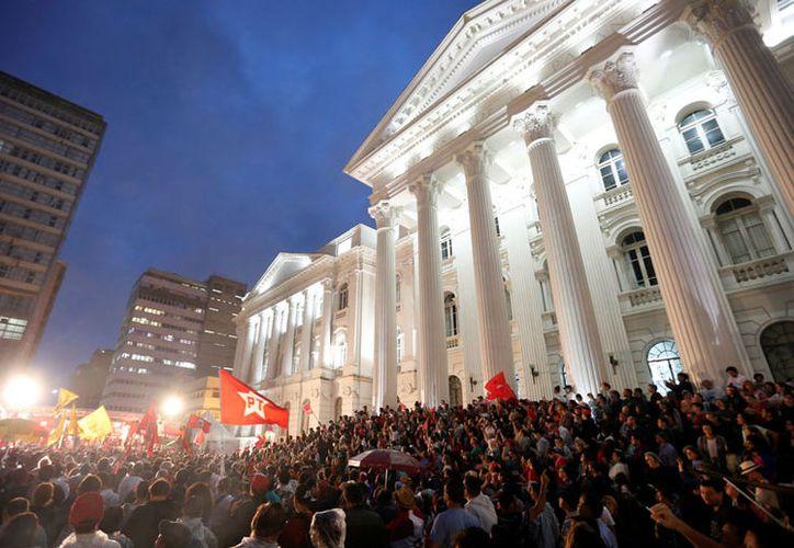 Cientos de personas se congregaron en ciudades brasileñas. (excelsior.com)