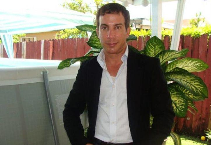 El actor Adonis Losada todavía enfrenta cargos de pornografía infantil en el condado Miami-Dade, Florida. (Facebook/Adonis Losada)