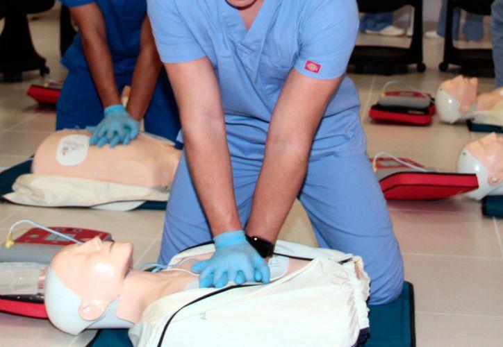 La primera causa de muerte en Yucatán es el infarto al miocardio. La imagen, de una práctica médica, está utilizada como contexto. (Archivo/Milenio Novedades)