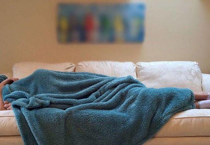 El mal humor y la pérdida de memoria son algunos de los efectos de no dormir las horas necesarias. (Excélsior)