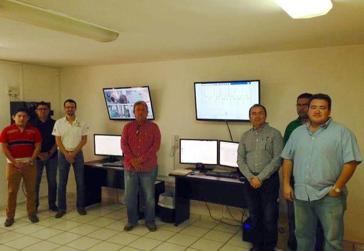 El sistema se aplica en 35 unidades de Circuito Poniente y Plazas y Circuito Universidades en Mérida. Imagen del equipo que trabaja atrás de las cámaras de video. (Milenio Novedades)