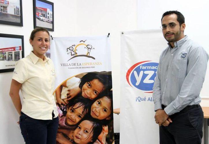 La campaña de redondeo abarcó los meses de julio y agosto. En la imagen, directivos de Villa de la Esperanza y de Yza. (SIPSE)