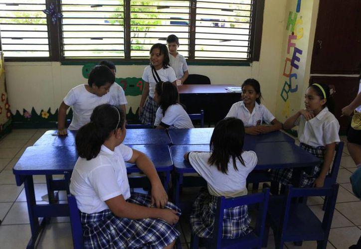 Los docentes serán regularizados para obtener certeza del estar en el nivel educativo correcto. (Harold Alcocer/SIPSE)