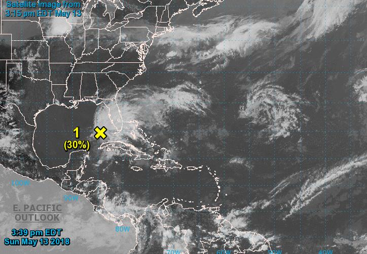 Este sistema podría adquirir características de subtropical o tropical, mientras se mueve lentamente hacia el norte a través del este Golfo de México. (Centro Nacional de Huracanes, Florida)