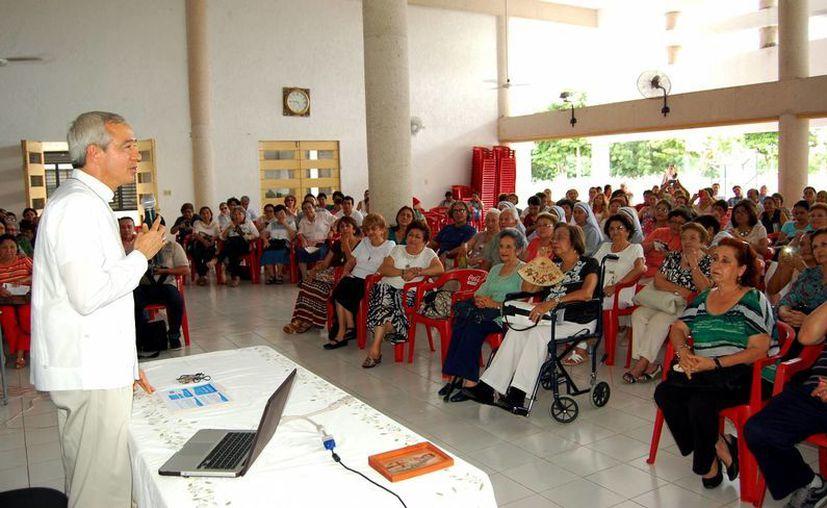 El prelado participó ayer en un evento en el Seminario Menor. (Milenio Novedades)