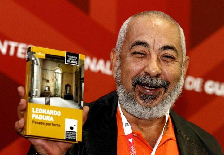 El escritor cubano, Leonardo Padura, ganador del Premio Princesa de Asturias de las Letras 2015 se presentó este jueves en la Feria Internacional del Libro de Guadalajara. (Notimex)