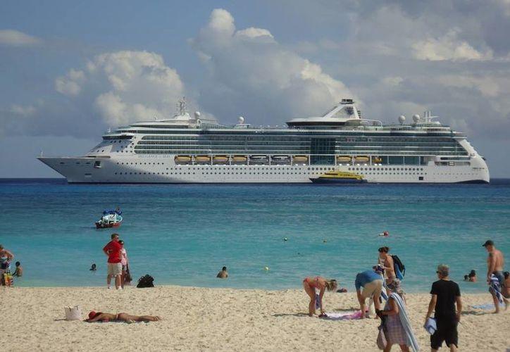 El 30 de enero pasado fue la última vez que un crucero fondeó en Playa del Carmen.  (Octavio Martínez/SIPSE)